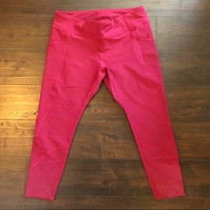 NEW Raspberry colored 3/4 Lululemon pants